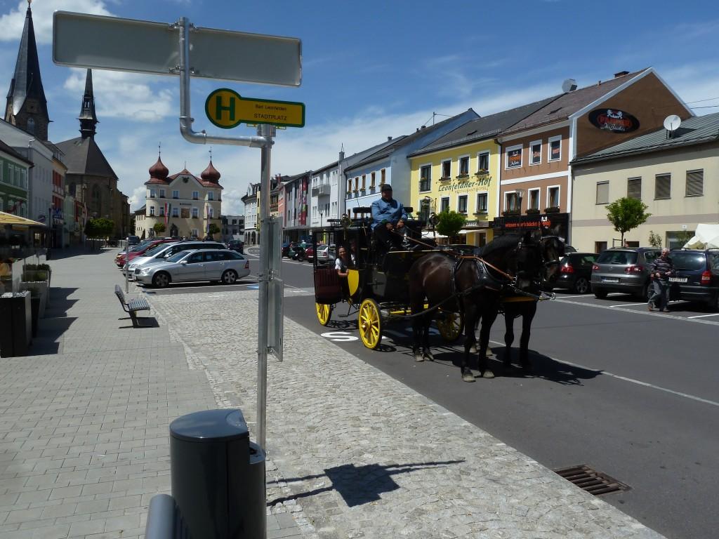Kurzer Aufenthalt am Stadtplatz von Bad Leonfelden während einer Runde durch die Kurstadt.